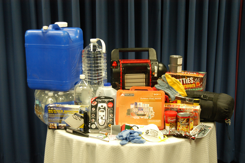 An example of the items a basic home emergency kit should contain.