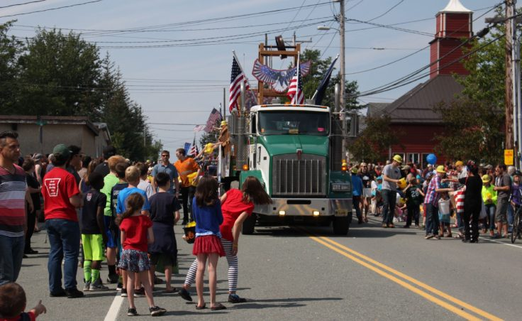 The Douglas Fourth of July parade. (Photo by Elizabeth Jenkins/KTOO)