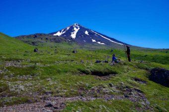 Whitman College geologists studying Mt. Carlisle. (Photo courtesy Kristen Nicolaysen.)