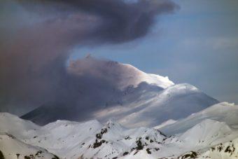 Pavlof Volcano ash emission May 14 2016