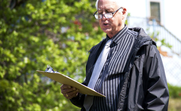 Juneau Mayor Ken Koelsch speaks Wednesday, May 10, 2017, during a memorial at Evergreen Cemetery, Juneau. (Photo by Tripp J Crouse/KTOO)