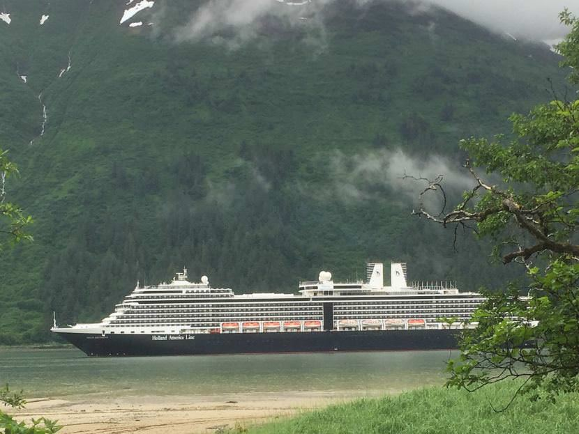Alaska delegation tries multi-pronged effort to save part of cruise season