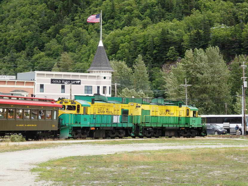 A White Pass and Yukon Route Railroad train in Skagway in 2017. (File photo by Emily Files/KHNS)