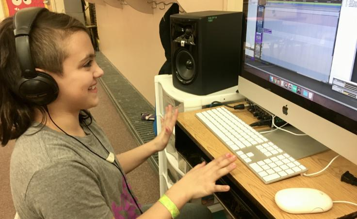 Riverbend Elementary School 4th grader Reace Rosson on March 26, 2019 at the computer where she helps produce music. (Photo by Zoe Grueskin/KTOO)