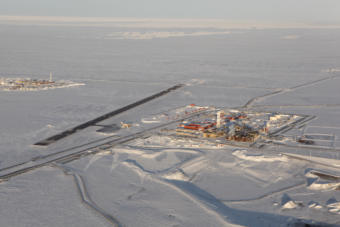 The Nuna discovery is northwest of and adjacent to the Kuparuk River Unit. Shown here is the main camp at the Kuparuk field. (Photo courtesy ConocoPhillips)