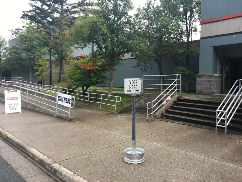 Signs tell voters where to go for Alaska's primary election on Aug. 18, 2020, at Juneau-Douglas High School Yadaa.at Kalé. (Photo by Andrew Kitchenman/KTOO and Alaska Public Media)
