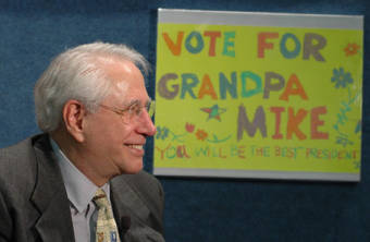 Mike Gravel in April 2006 -at the launch of his campaign for the 2008 Presidential election in the USA. (Photo courtesy Wikimedia Commons and the Gravel 2008 campaign)